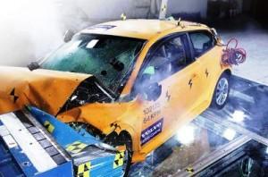 Dünyadaki İlk Elektrikli Otomobil Çarpışma Testi