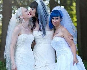 ilk üçlü kadın evliliği